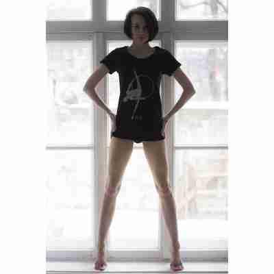 LikeG Slim Fit T-shirt met Gymnastiek print en LikeG logo