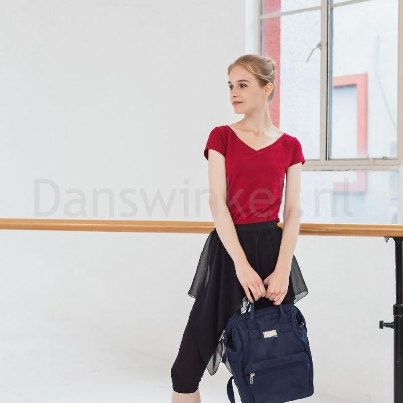 Sansha-rugtas-in-hand