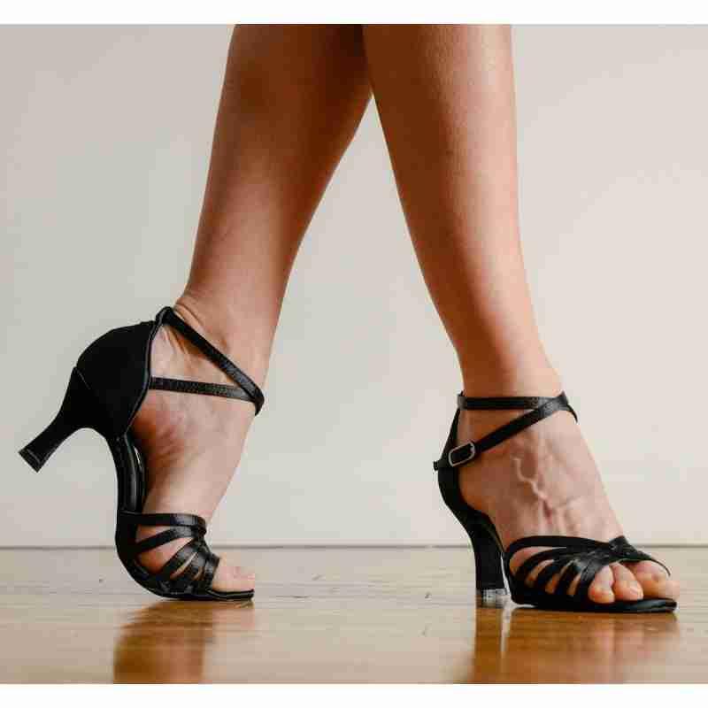 Dansez-Vous Lucia voor salsa latin en ballroom