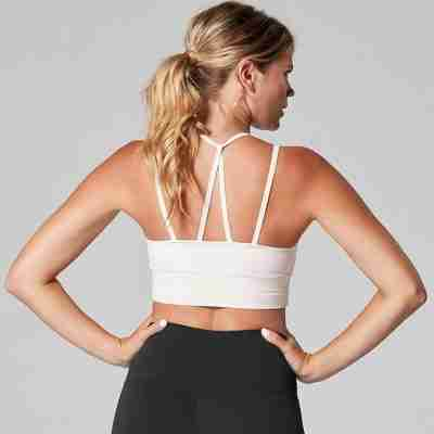 dames bh top in roomwit materiaal ToeSox en Tavi Noir voor pilates yoga barre dans en sport